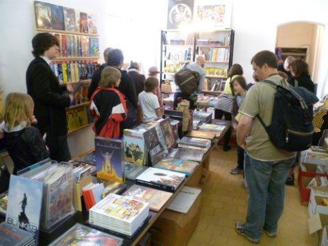 Comicfans im Laden
